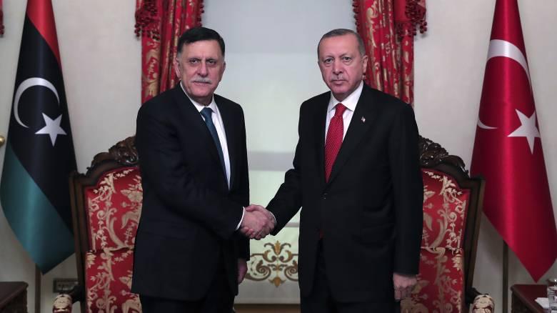 Πώς και γιατί Τουρκία και Λιβύη έφτασαν στη συμφωνία για την ΑΟΖ