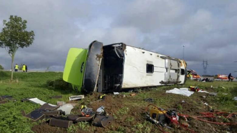 Πολύνεκρο τροχαίο στη Ρωσία: Λεωφορείο έπεσε σε ποταμό