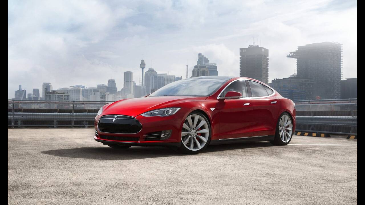 https://cdn.cnngreece.gr/media/news/2019/12/01/199147/photos/snapshot/TESLA-MODEL-S-P85-1.jpg