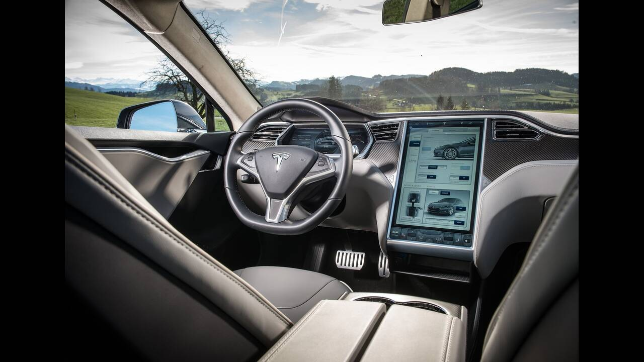 https://cdn.cnngreece.gr/media/news/2019/12/01/199147/photos/snapshot/TESLA-MODEL-S-P85-2.jpg
