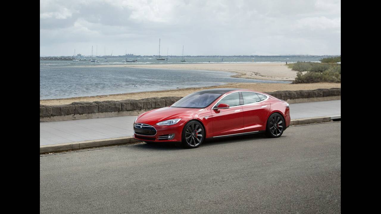 https://cdn.cnngreece.gr/media/news/2019/12/01/199147/photos/snapshot/TESLA-MODEL-S-P85-3.jpg