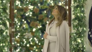 Έρχονται τα Χριστούγεννα στο Λευκό Οίκο: Η Μελάνια στολίζει φορώντας 12ποντα (pics&vid)