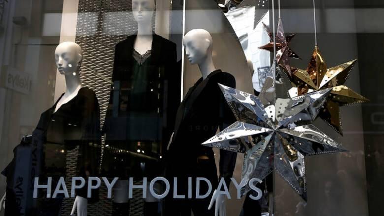 Εορταστικό ωράριο: Δείτε πότε αρχίζει και ποιες Κυριακές θα είναι ανοιχτά τα καταστήματα