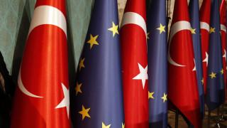 «Η Άγκυρα να σέβεται το διεθνές δίκαιο»: Η Κομισιόν απαντά στη συμφωνία Τουρκίας - Λιβύης