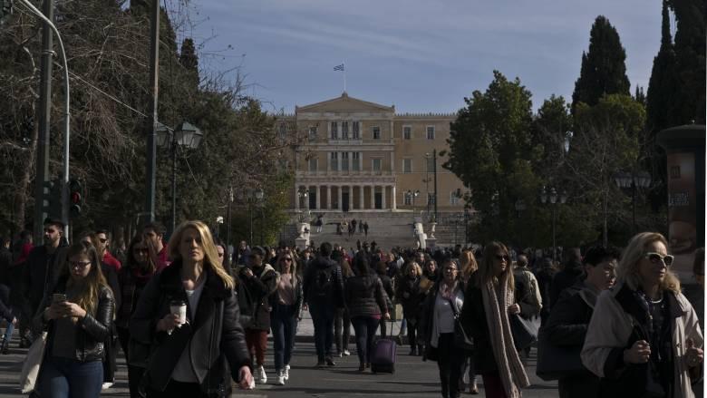 Οι Έλληνες δεν συγκαταλέγονται πλέον στην πεντάδα των απαισιόδοξων της ΕΕ