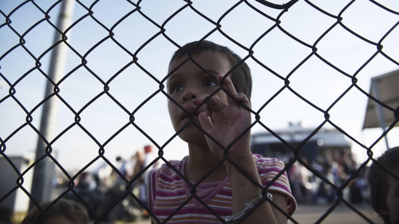 Εξηγήσεις ζητά η Κομισιόν από την Αθήνα για τα κλειστά κέντρα προσφύγων