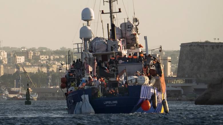 Στη Σικελία πάνω από 120 μετανάστες που διέσωσαν πλοία ΜΚΟ