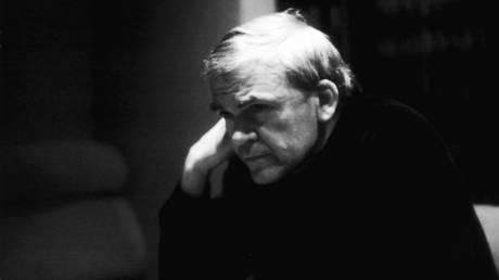 Μίλαν Κούντερα: Παίρνει ξανά την τσέχικη υπηκοότητα μετά από 40 χρόνια