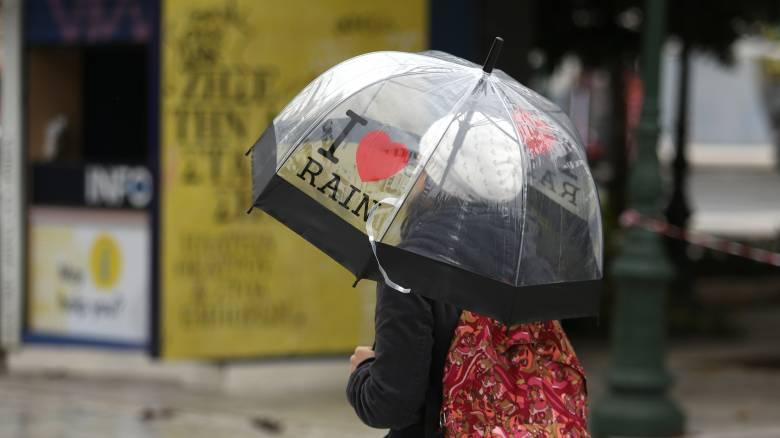 Καιρός: Μικρή άνοδος της θερμοκρασίας την Πέμπτη - Συνεχίζονται οι βροχές