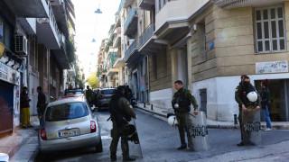 Εξάρχεια: Γνωστός στις Αρχές ο ιδιοκτήτης του σπιτιού όπου έγινε επιχείρηση της Δίωξης Ναρκωτικών