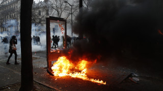 Μαζική απεργία στη Γαλλία: Επεισόδια και δακρυγόνα στους δρόμους του Παρισιού