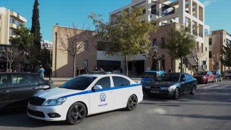 Ληστεία στο δημαρχείο Αχαρνών: Βρέθηκε το αυτοκίνητο των δραστών-Ανθρωποκυνηγητό για τη σύλληψή τους