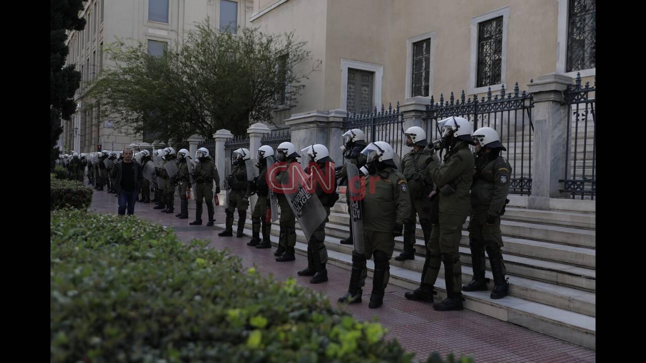 https://cdn.cnngreece.gr/media/news/2019/12/06/199728/photos/snapshot/LP2_3407.jpg