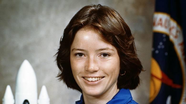 «Η γη δεν φαίνεται να έχει σύνορα από το διάστημα» λέει η πρώτη μητέρα αστροναύτης της NASA