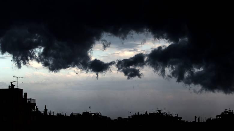 Καιρός: Συννεφιά και λίγες βροχές σήμερα