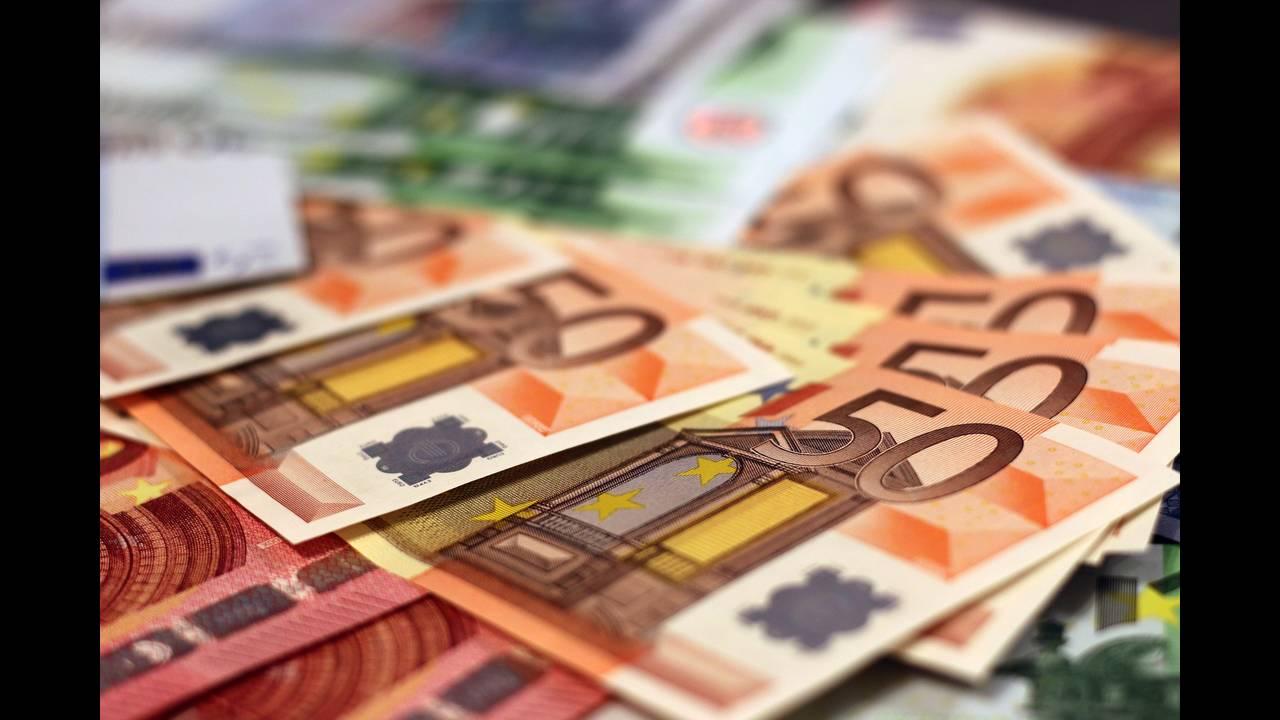 https://cdn.cnngreece.gr/media/news/2019/12/07/199890/photos/snapshot/money-1005477_1920.jpg