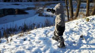 Ένας μικρός ήρωας: 5χρονος περπάτησε ένα χιλιόμετρο στους -35 βαθμούς με το αδελφάκι του αγκαλιά