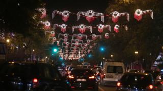 Ο αμφιλεγόμενος στολισμός της Αθήνας - Χαμός στα social media - Τι απαντά ο δήμαρχος