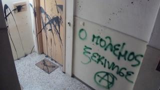 Θεσσαλονίκη: Επίθεση με μπογιές και συνθήματα στο γραφείο της Έλενας Ράπτη