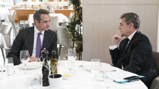 Ιδιωτικό τετ-α-τετ Μητσοτάκη - Σαρκοζί: Τι συζήτησαν οι δύο πολιτικοί
