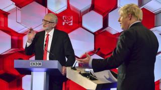 Βρετανία: Κλείνει η «ψαλίδα» Τζόνσον - Κόρμπιν σύμφωνα με νέα δημοσκόπηση