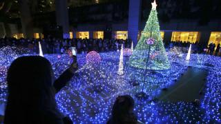 Χριστούγεννα 2019: Γιορτάζονται με τον πιο λαμπερό τρόπο στη χώρα που δεν έχει χριστιανούς