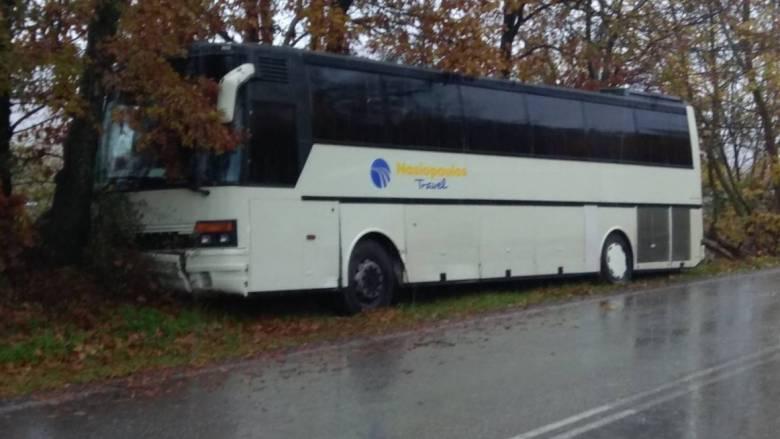 Καλαμπάκα: Τροχαίο με λεωφορείο που μετέφερε 37 μαθητές