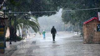Καιρός - «Διδώ»: Βροχές και καταιγίδες και σήμερα - Πού θα χιονίσει