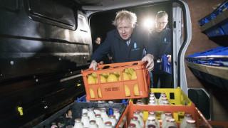 Ο Τζόνσον κρύφτηκε... σε ψυγείο για να αποφύγει δημοσιογράφο