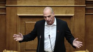 Βαρουφάκης: Για λόγους αρχής καταψηφίζουμε το προσβλητικό νομοσχέδιο