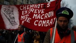 Απεργίες και τα Χριστούγεννα στη Γαλλία – Δεν υποχωρούν τα συνδικάτα