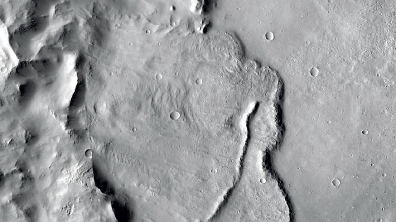 NASA: Βρέθηκε νερό μόλις 2,5 εκατοστά από την επιφάνεια του Άρη