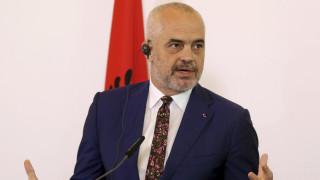 Σεισμός Αλβανία: Ο Ράμα παρασημοφόρησε την ελληνική ΕΜΑΚ