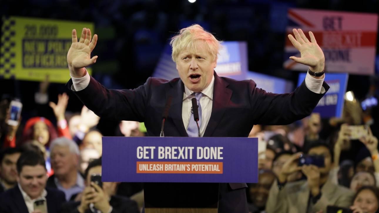 Εκλογές Βρετανία: Ο Μπόρις Τζόνσον προτρέπει τους Συντηρητικούς να «γιορτάσουν» το αποτέλεσμα