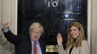 Ολοταχώς προς Brexit η Βρετανία μετά τη σαρωτική νίκη Τζόνσον