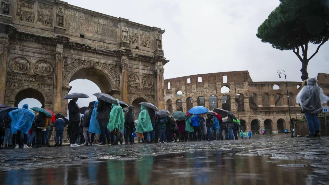Ιταλία: Σαρώνει η κακοκαιρία τη χώρα – Κλειστά σχολεία και πάρκα