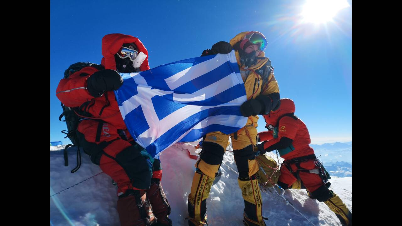 https://cdn.cnngreece.gr/media/news/2019/12/13/200621/photos/snapshot/Everest-Summit-Christina--Sherpa.jpg