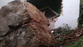 Άρτα: Βράχος αποκολλήθηκε από το βουνό και διέλυσε σπίτι
