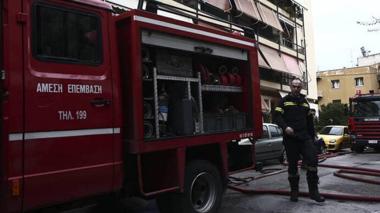 Υπό μερικό έλεγχο πυρκαγιά σε κτήριο στην Ερμού