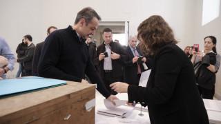 Ψήφισε στις εκλογές του Οικονομικού Επιμελητηρίου ο Μητσοτάκης
