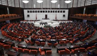 «Ο βιαστής είσαι εσύ»: Μια διαφορετική διαμαρτυρία από βουλευτίνες στην Τουρκία