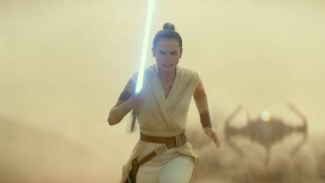 H Disney προειδοποιεί: Το νέο Star Wars ενδέχεται να προκαλέσει κρίσεις επιληψίας