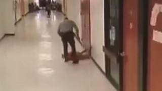 Σοκαριστικό βίντεο: Βίαιη επίθεση σχολικού φύλακα σε 11χρονο μαθητή