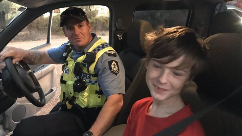12χρονος πήρε τον σκύλο και έφυγε με... αυτοκίνητο από φλεγόμενο σπίτι