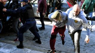 Άγιοι Θεόδωροι: Ένταση έξω από τα δικαστήρια από συγγενείς της 73χρονης