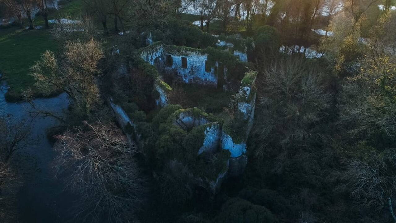 https://cdn.cnngreece.gr/media/news/2019/12/17/201051/photos/snapshot/http___cdn.cnn.com_cnnnext_dam_assets_191216130310-chateau-de-vibrac1.jpg