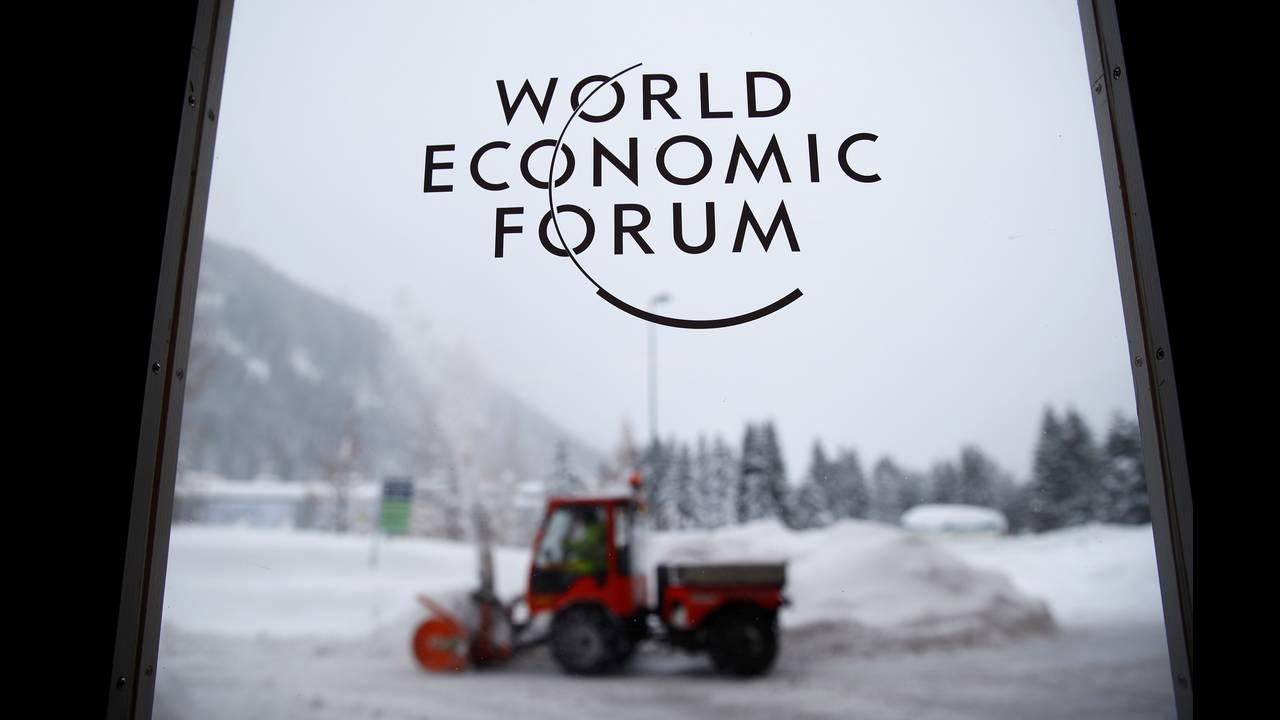 https://cdn.cnngreece.gr/media/news/2019/12/17/201093/photos/snapshot/2018-01-21T154715Z_1624405303_RC12AF7EAB70_RTRMADP_3_DAVOS-MEETING.JPG