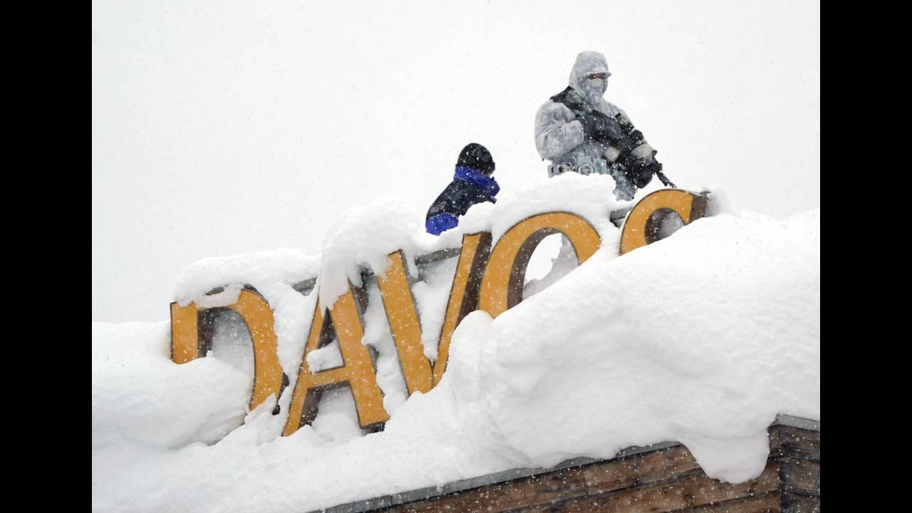https://cdn.cnngreece.gr/media/news/2019/12/17/201093/photos/snapshot/2018-01-22T122223Z_1316630604_RC1A5D393490_RTRMADP_3_DAVOS-MEETING-SECURITY-PREPS.JPG