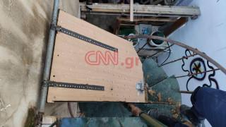 Κουκάκι: Παγίδα με καρφιά βρήκαν οι αστυνομικοί στην κατάληψη