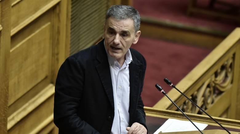 Βουλή: Αιχμές Τσακαλώτου για την αξιοπιστία του Προϋπολογισμού